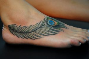 Значение цветовой гаммы тату с изображением пера