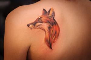 Определяемся со значением татуировки лисы