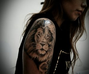 Тату на плече. Льва набить - и символично, и красиво
