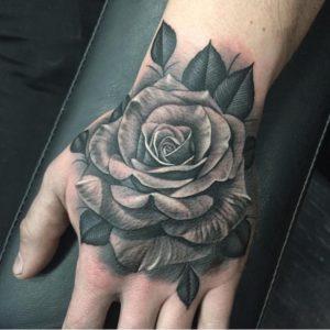 Что значит татуировка с черной розой?