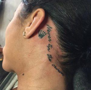 Что означает тату корона на шее?
